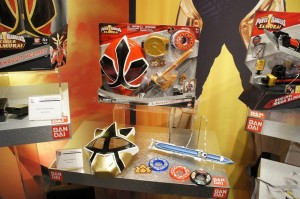 Upcoming Toys Still to Be Released! - Morphin' Legacy Power Rangers Samurai Gold Ranger Barracuda Blade Toy